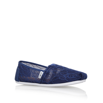 Classic Lace from Toms