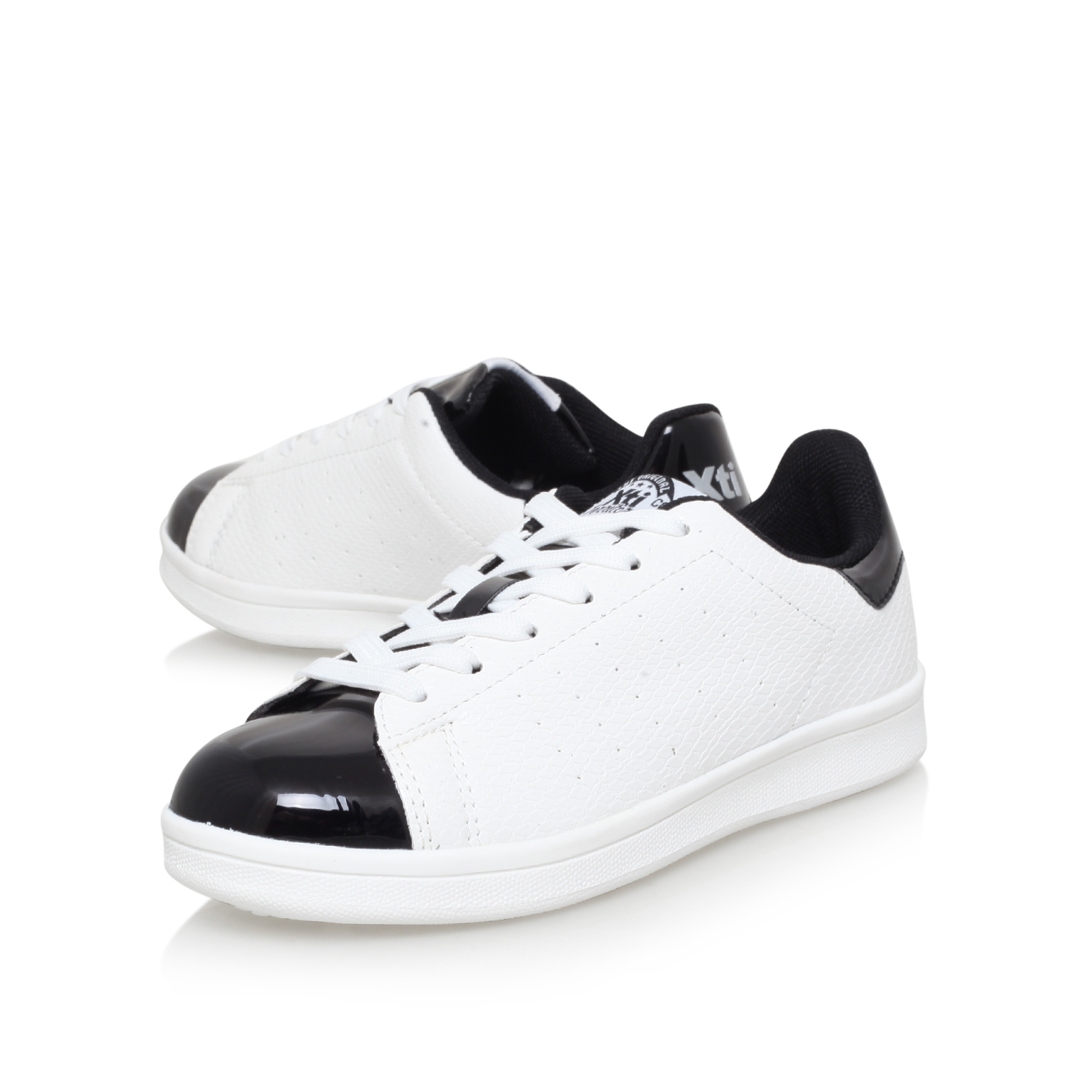RACH Xti Rach White and Black Sneakers by XTI