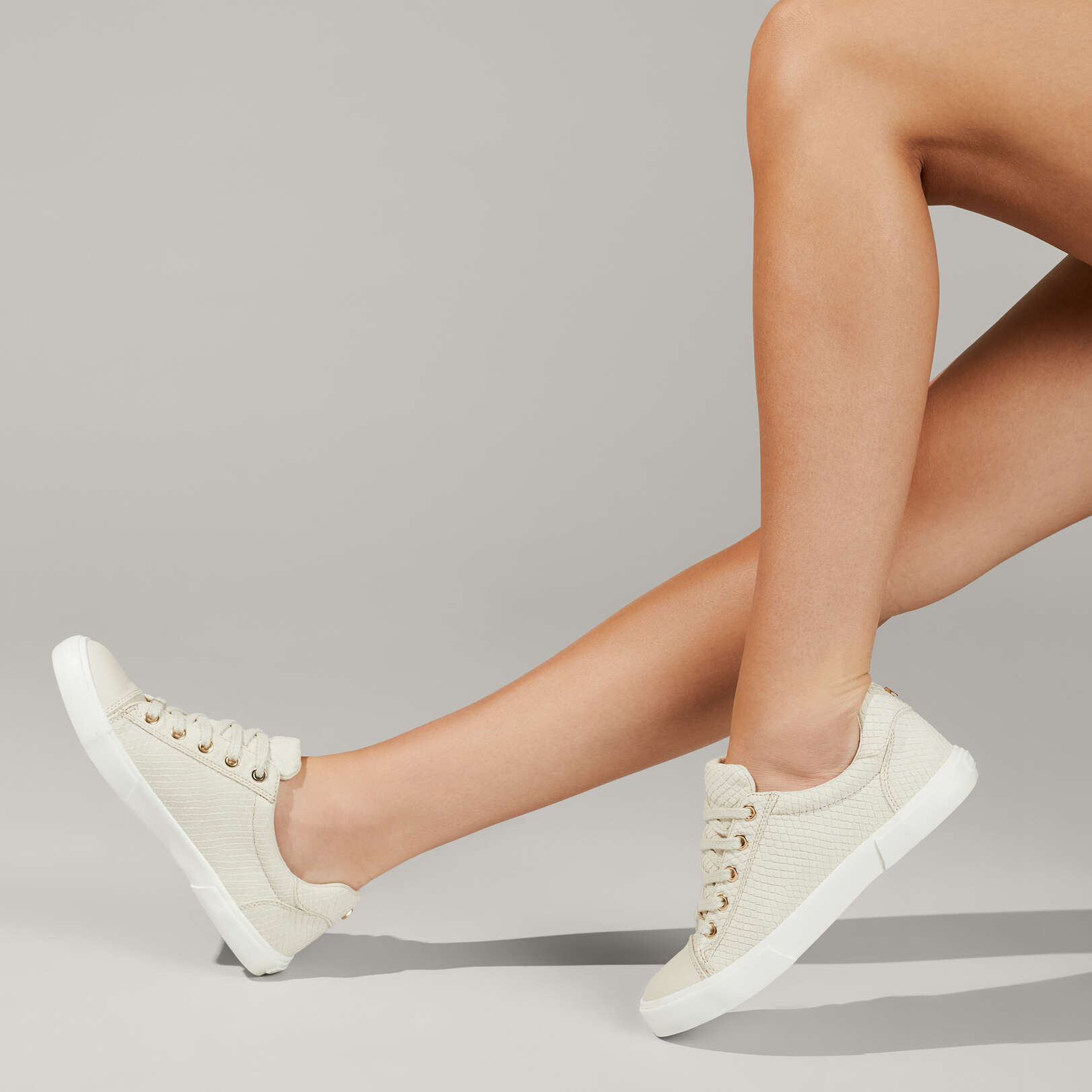 LIGHT - CARVELA Sneakers