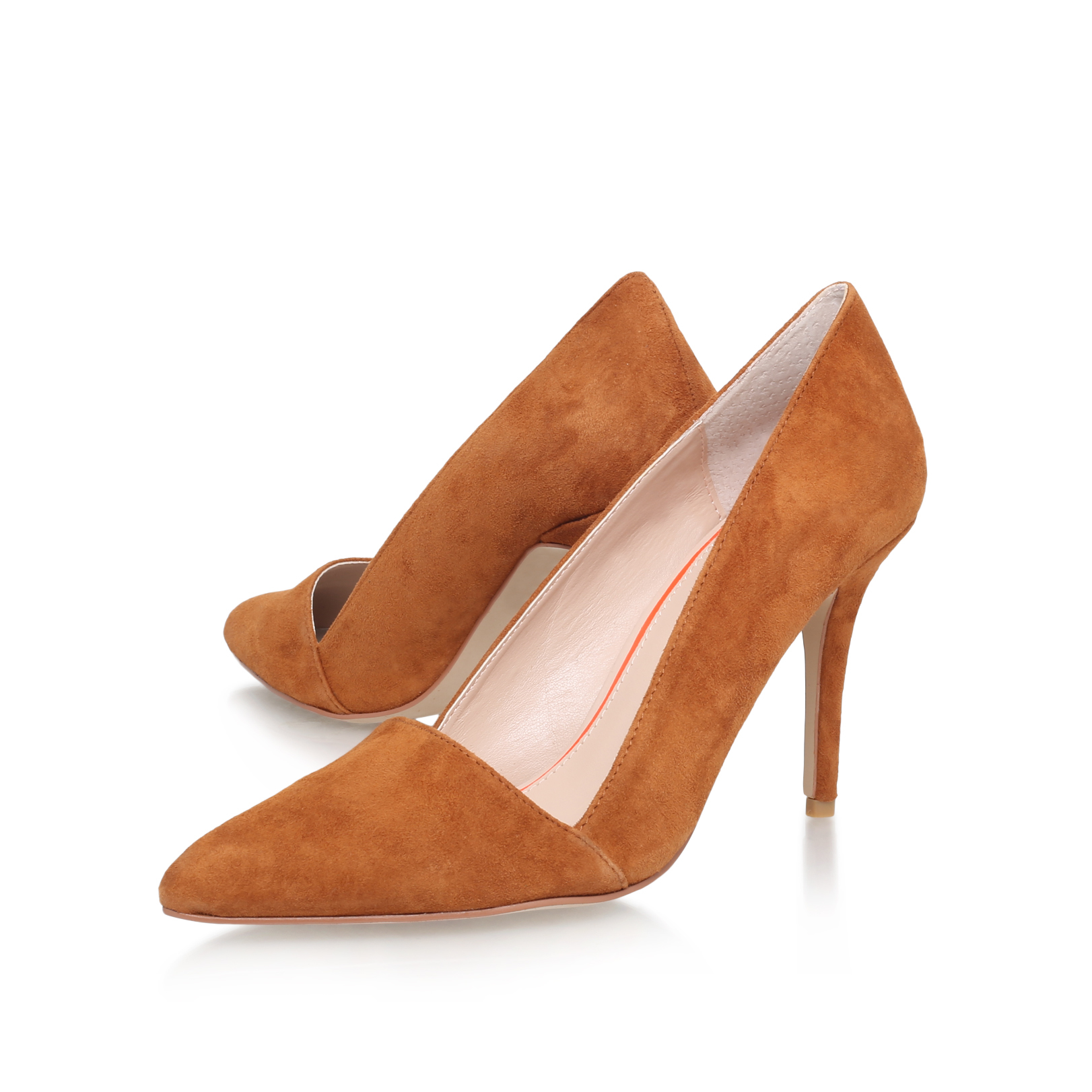 Beige Mid Heel Court Shoes Carvela delivers a tried-and-true collection essential in the shape of Aimee. Set in beige patent, this easy, elegant court is set on a just-high-enough 90mm heel and finished with a gentle rounded toe.