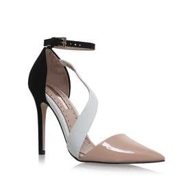 "4"" high heal shoes by CARVELA KURT GEIGER size 37  Black patent very smart"