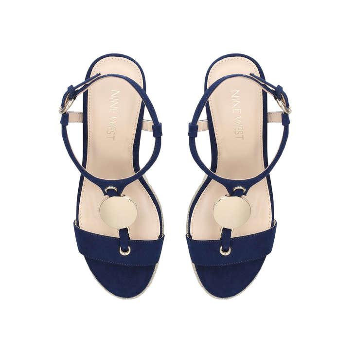 By Patent Glaze Geiger Wedge Heel Nine WestKurt Navy Sandals nOwk80NXP