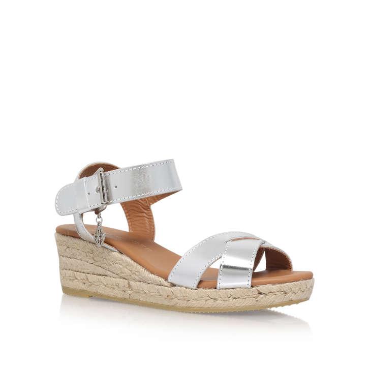 Libby Beige Low Heel Wedge Sandals By Kurt Geiger London Gx Xvm Wpv
